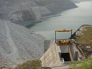 At more than 250 meters, the Tehri Dam in India is one of the world's tallest. / ©: Joerg Hartmann / WWF-Cannon