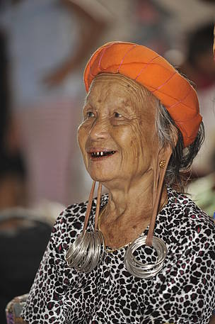 Sugeng Hendratno, Heart of Borneo, Mahakam Ulu, Long Tuyoq, Dayak Women, East Kalimantan, Long ear lobes