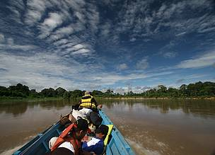 Heart of Borneo, Boat in Mendalam, Jimmy Syahirsyah