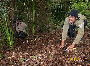 Camera trap installment in Kerumutan, Sumatra, Indonesia.  	© WWF-Tesso Nilo Prog.