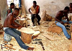 Carvers use large volumes of endangered wood species for their work contributing to deforestation. / ©: Chris GORDON /WWF WAFPO