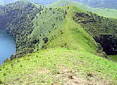 """Ridge"" separating the twin crater lakes of Muanenguba. / ©: WWF-Canon / WWF-CARPO / Peter Ngea"
