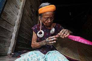 Ari Wibowo, Mahakam Ulu, East Kalimantan, Heart of Borneo, Long Tuyoq, Long ear lobes, Dayak women