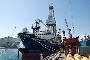 Shell plans to begin drilling in the Beaufort Sea as soon as July 1 and expand drilling operations ... / ©: WWF