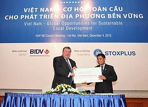 Dr. Van Ngoc Thinh, WWF-Vietnam Country Director, received the sponsorship for elephant conservation initiative, from Mr. Nikolay Kosov, Chairman of the International Investment Bank
