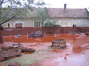 WWF Hungary mud mudslide toxic sludge red