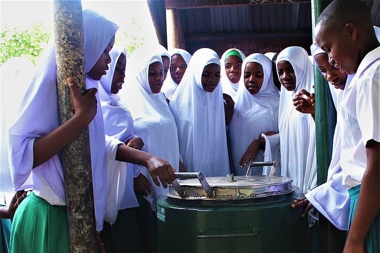 SCHOOL CUTS DOWN FIREWOOD CONSUPTION BY 70% WITH AN IMPROVED COOKING STOVE