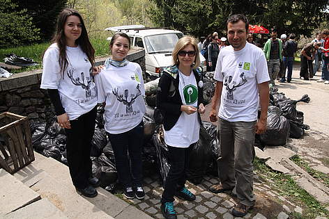 bTV presenter Hristina Balinska and WWF volunteers at WWF's National Day of the Nature Parks in ... rel=