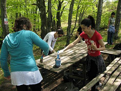 Volunteers in Sinite Kamani Nature Park during WWF's National Day of the Nature Parks 2011 rel=