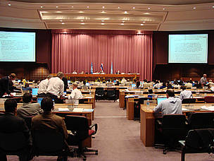Delegates at the IPCC meeting in Bangkok, Thailand, 2007. / ©: IISD ENB