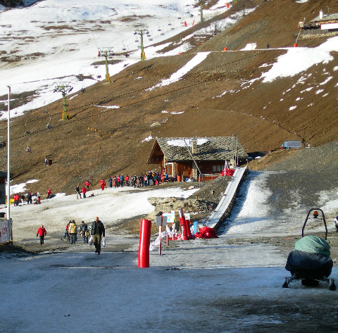 A ski field in the French Alps in the middle of winter (20 January 2007).