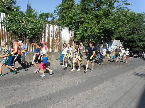 Schoolkids cleaned the road from Petrich town to Belasitsa chalet during WWF's National Day of ... rel=