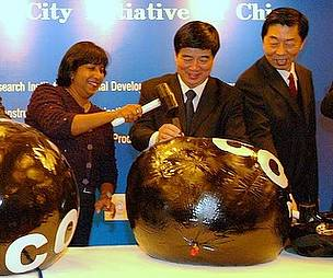 Guests jabbing black balloons symbolizing CO2 to mark the launch of WWF's low carbon city initiative.