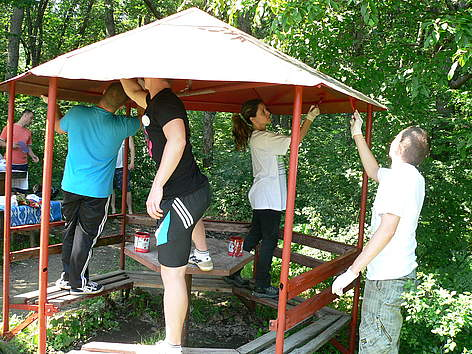 Volunteers in Sinite Kamani Nature Park during WWF's National Day of Nature Parks, 2012 rel=