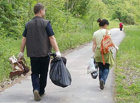 Volunteers take part in WWF's National Day of the Nature Parks 2011 in Rusenski Lom Nature Park rel=