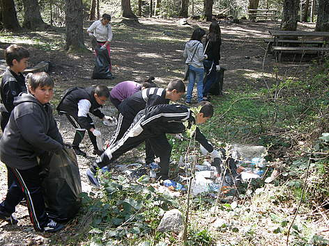 Volunteers clean Rilski Manastir Nature Park during WWF's National Day of the Nature Parks 2011 rel=