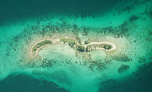 The Mesoamerican Reef – a priority ecoregion for WWF – covers a large territory of water, from the Bay Islands in the north of Honduras to the Yucatan Peninsula in Mexico, including the coasts of Guatemala and Belize. Laughing Bird Caye, Belize.