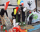 WWF-led protest : a salmon tries to swim up the Meuse River but dies after fighting pollution and infrastructure problems, while countries congratulate the signing of the Meuse-Scheldt Treaty.