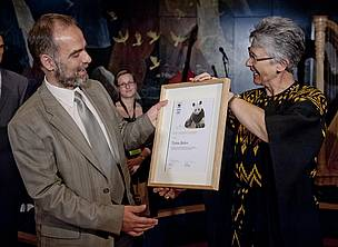 Toma Belev receives the WWF Conservation Merit Award from WWF President Yolanda Kakabadse.