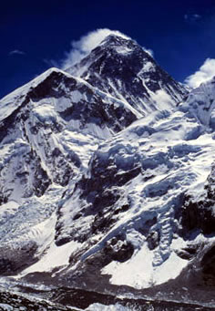 Mount Everest (8848 meters), Nepal.  	© WWF / NEYRET & BENASTAR