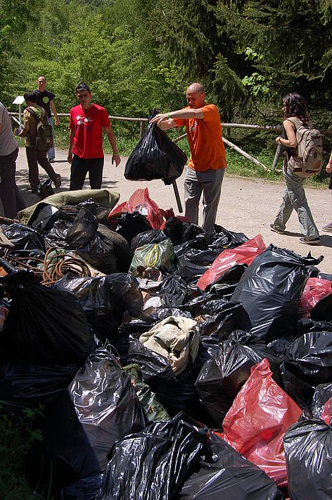 Volunteers clean Vitosha Nature Park, Bulgaria, at WWF's National Day of the Nature Parks, 23 May ... rel=