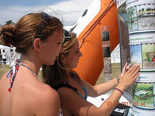 Young visitors of the Water Tour discover the importance of wetlands for freshwater.   	© WWF Hungary