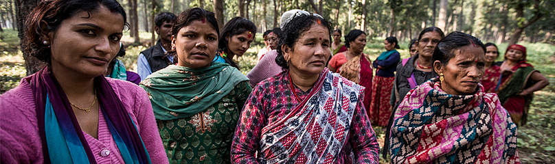 Women go to work in Mahila Jagaran Community Forest  	© James Morgan / WWF-US