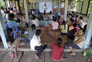 Mr Khampuey Lertdamlongvilai, Head of Livestock Section, Department of Agriculture and Forestry, trains the local community in livestock disease prevention; Hangsadam Village, Mounlapamok District, Champassak Province, Laos.