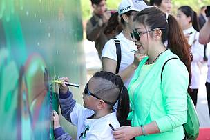 A child participates in WWF-China's Green Walk, Earth Day 2017.