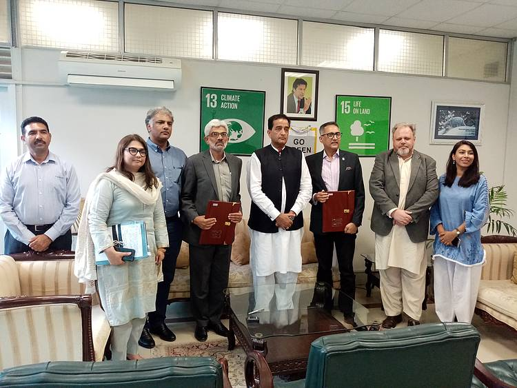WWF-Pakistan, MoCC sign MoU for environmental conservation in Pakistan