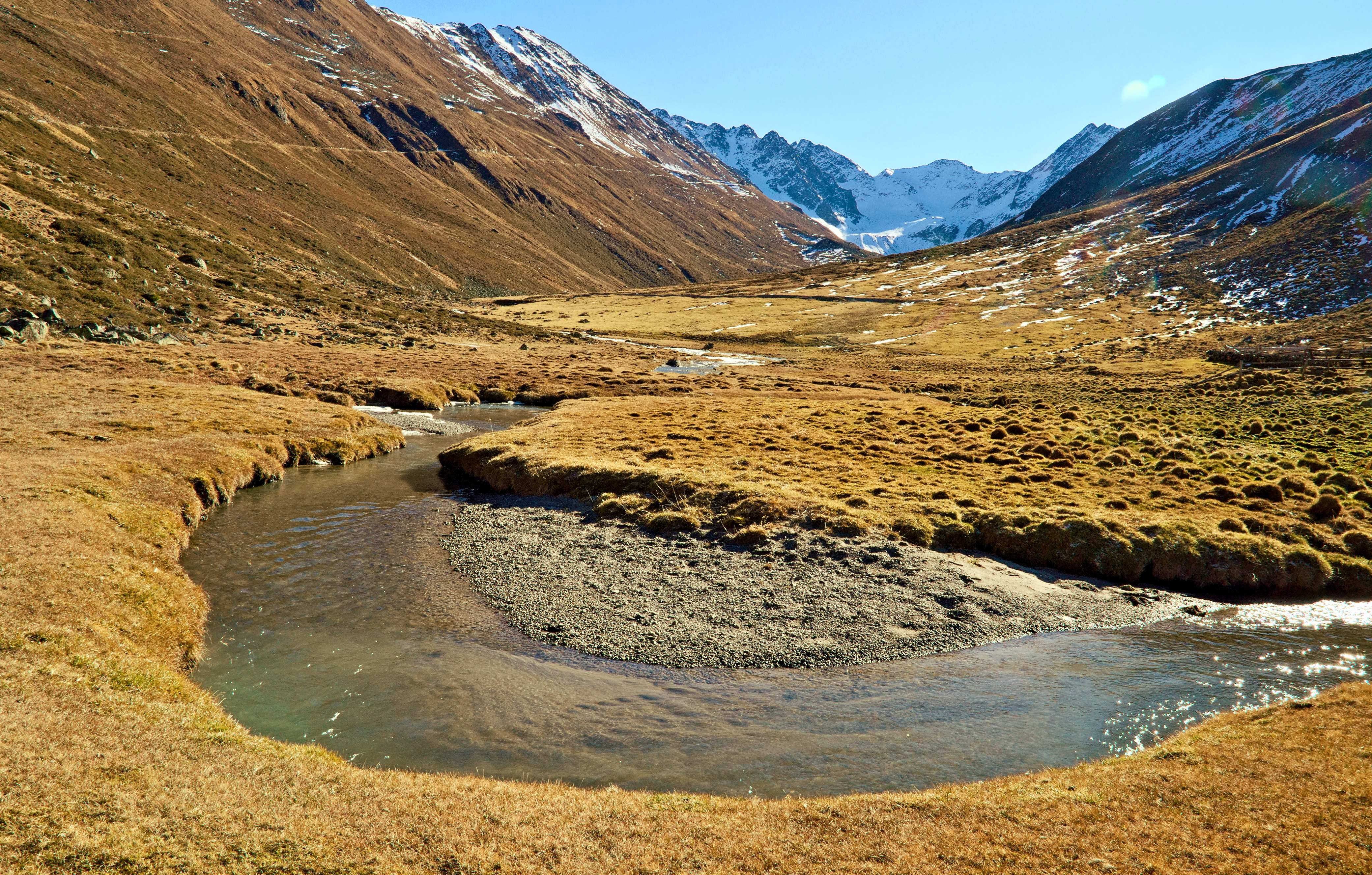 Various valleys penetrating the high mountain range, such as the Kaunertal and the Platzertal, would be affected by the project.